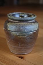 Small tea leaf storage jar No.1; 78 EUR; 88 USD